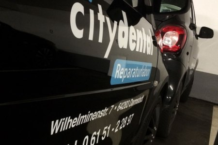fontfront_rossdorf_autobeschriftung_citydental_zwei-1