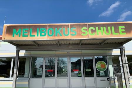 Eingangsschild-Melibokus-Schule-Bild02