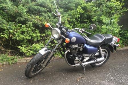 FontFront-Motorrad-Honda-CM-400T-Folierung-01