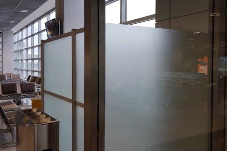 Glasdekorfolie_Sichtschutz_Abstellkammer_Folierung_Beklebung_Fontfront_Rossdorf_Fraport_02