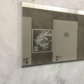 Spiegelbeschriftung in Sandstrahl-Optik