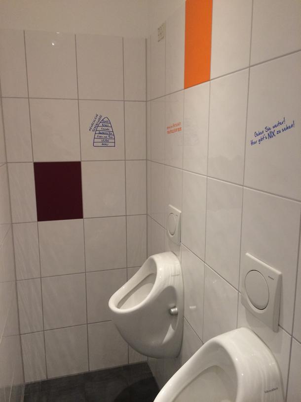 wc toiletten beschriftung optische optimierung fontfront. Black Bedroom Furniture Sets. Home Design Ideas