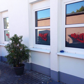 Glasdekorfolie mit Motiv-Beschriftung