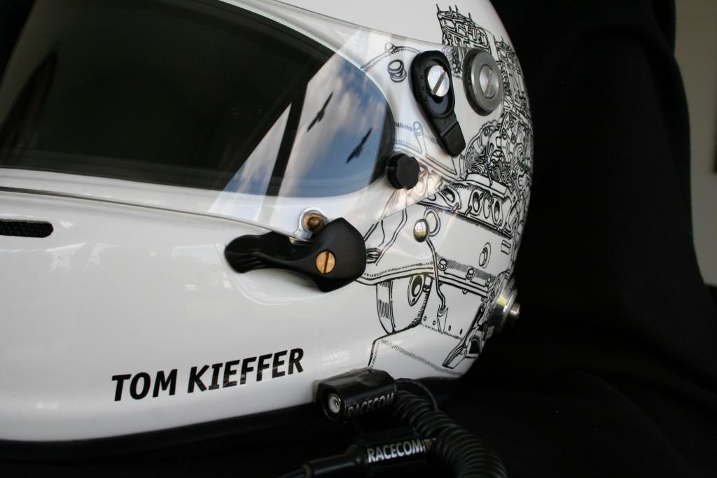 FontFront Helmfolierung Porsche 911 Cup Fahrer