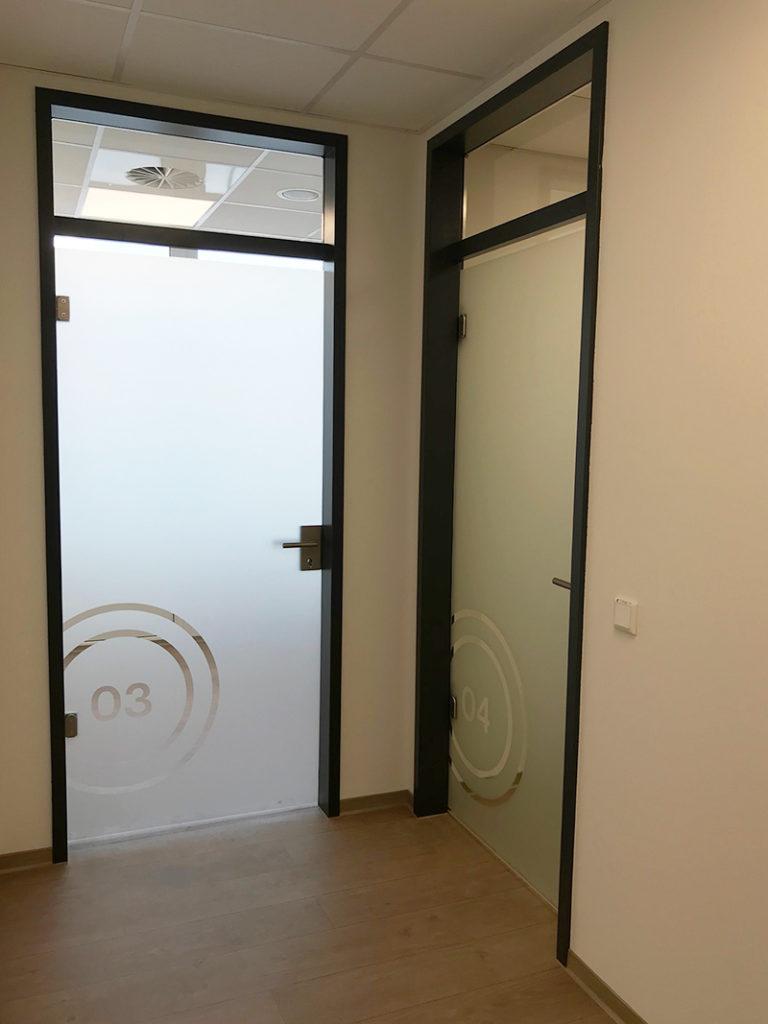 Beschriftung-physio-praxis-Mühltal-Glasdekor-Leuchtkasten-Folienplotts_6