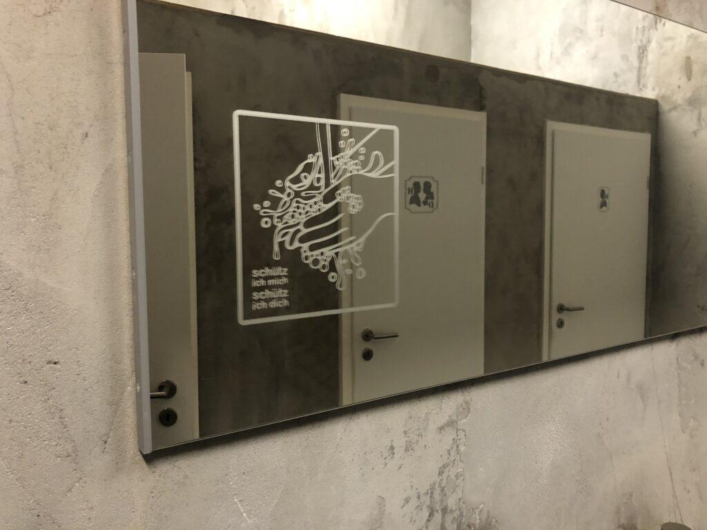 Schütze Dich - Glasdekorfolie auf Spiegel