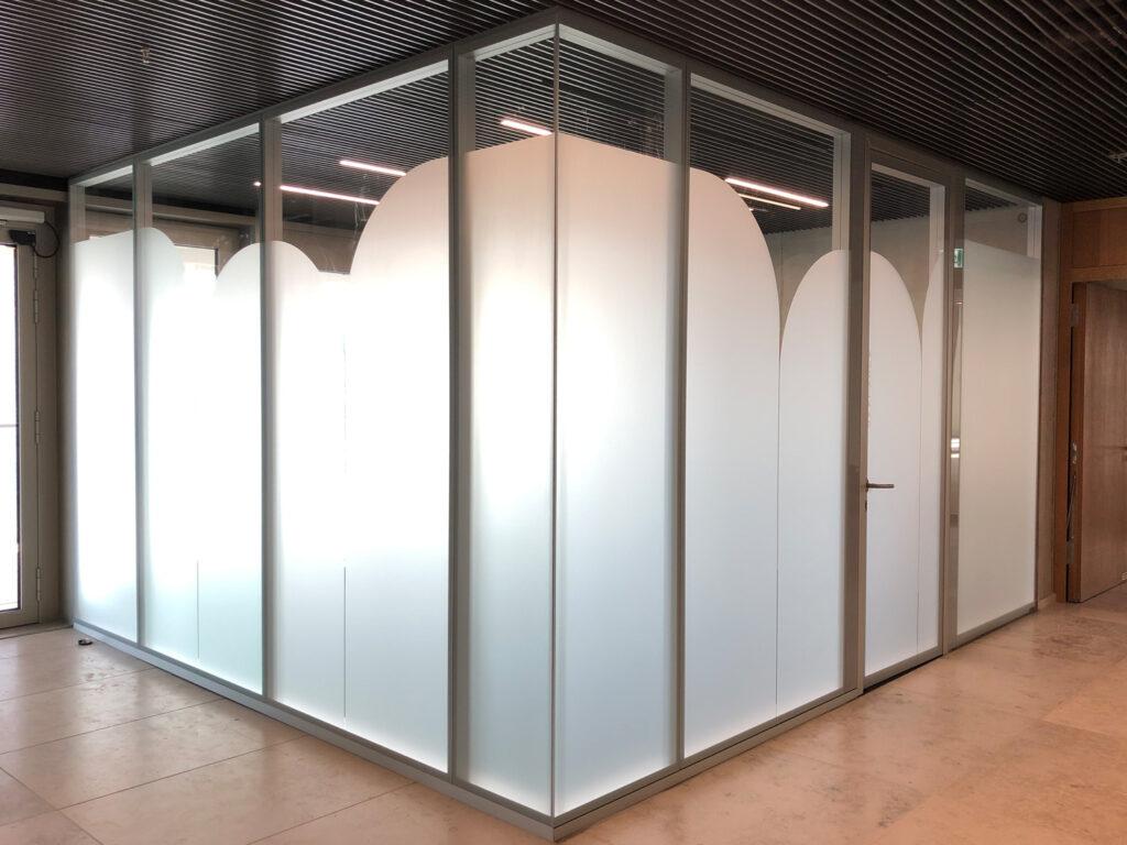 scopes duesseldorfmeetingraum sichtschutz glasdekorfolie fontfront rossdorf 2